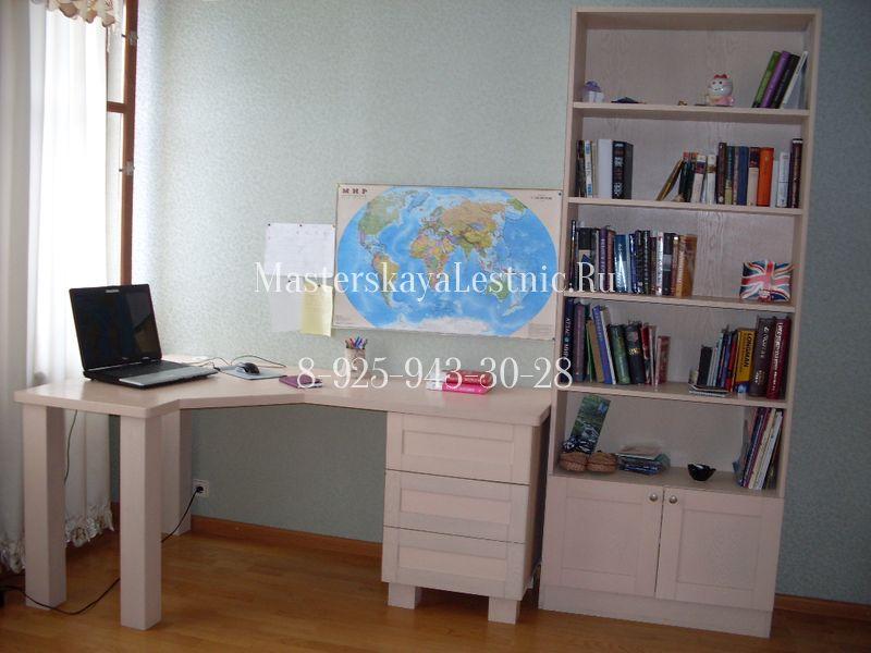 Письменный стол на заказ и система хранения для девочек.