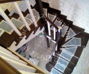 Деревянная лестницы Тучково ЖК Березки - лестницы из лиственницы тонированная в 2 цвет