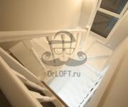 Деревянная лестница белая из лиственницы