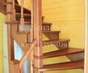 Деревянные лестницы на второй этаж КП Денисьево Можайский р-он Моск Обл - лиственница тонировка производство и монтаж