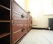Комод из дуба с выдвижными ящиками и отделкой кожей ретро стиль