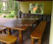 Стол из лиственницы и скамья для улицы в загородной дом по индивидуальному проекту