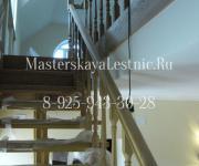 Облицовка металлической лестницы дубом