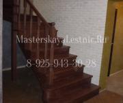 Деревянные лестницы из дуба П-образная на 180 с забежными ступеями закрытая