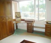 Угловой письменный стол из массива дерева изготовленный на заказ